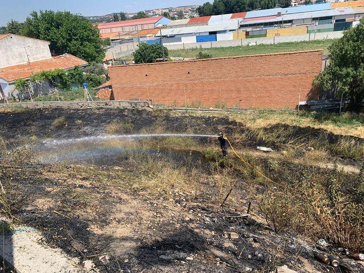 Extinguido un fuego de pastos en Valdemingómez, que no deja heridos