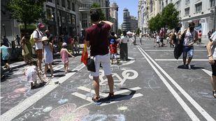 Una batucada y diferentes actividades reclaman en Gran Vía la restauración de Madrid Central