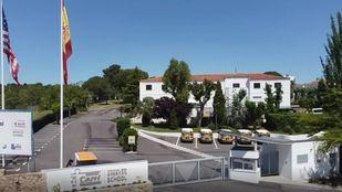 El exterior del colegio ubicado en Tres Cantos.