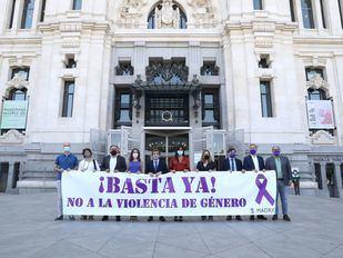 Madrid se suma al minuto de silencio contra la violencia de género convocado por la FEMP