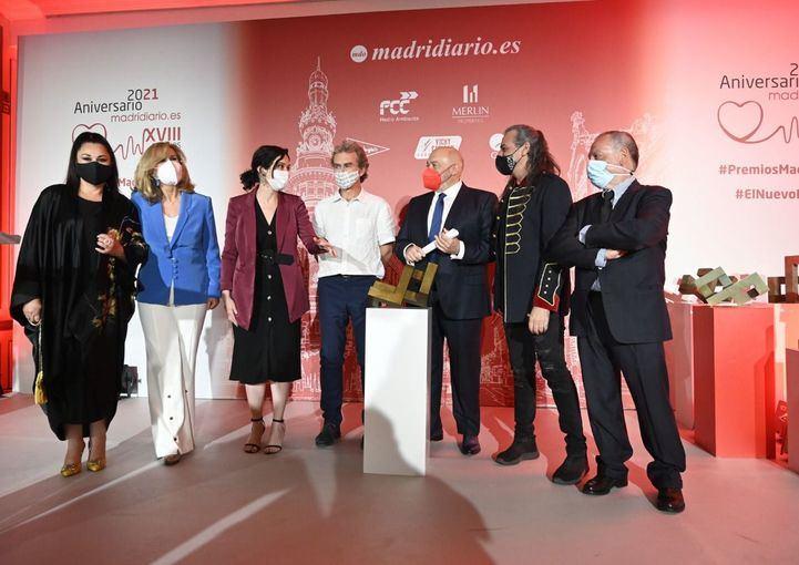 Los galardonados con el Premio Madrid, en el escenario del Westin Palace.