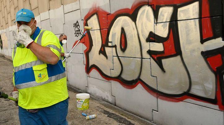 Madrid endurecerá las multas por pintadas o dejar excrementos en la calle