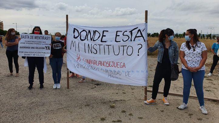 Los vecinos de Parla exigen la construcción 'ya' del instituto Pérez Llorca en una sola fase