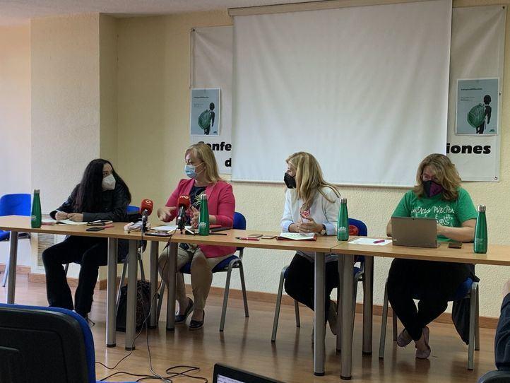 Representantes de la plataforma regional por la escuela pública en rueda de prensa