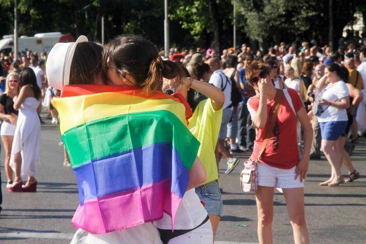 El Ejecutivo de Ayuso defiende el contenido de leyes LGTBI pero modificaría artículos