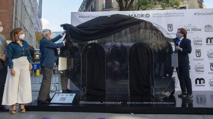 Almeida y Ansón descubren el tótem 'Gracias, Madrid'