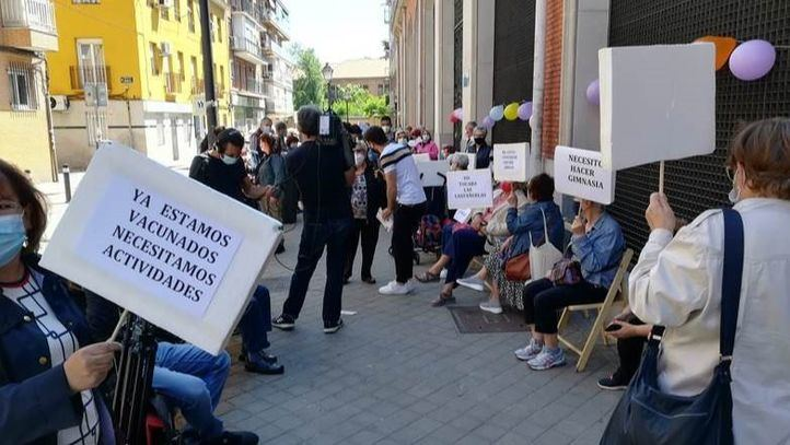 Protesta de los usuarios de los centros de mayores
