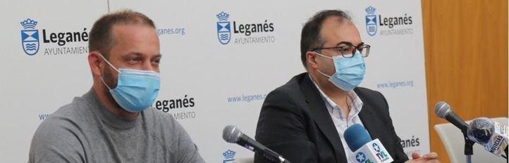 Fran Muñoz, portavoz de Más Madrid-Leganemos y el alcalde de Leganés, Santiago Llorente