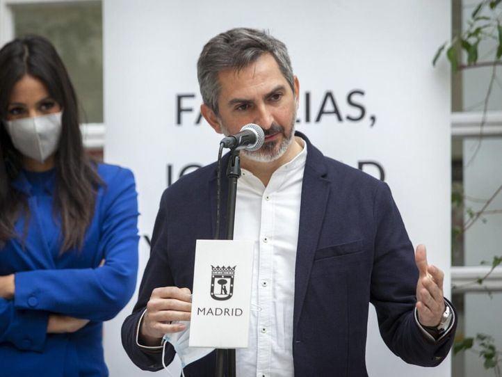 La vicealcaldesa, Begoña Villacís, presenta el refuerzo de Servicios Sociales para 2021, junto a los delegados Pepe Aniorte y Engracia Hidalgo.