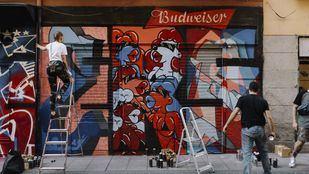 Nueve famosos grafiteros pintan un hall of fame en el barrio de Malasaña