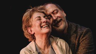 Isabel Ordaz y Santiago Molero protagonizan 'El beso' en el Teatro Español
