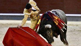 Orejas de distinto peso para Sergio Serrano y Manuel Escribano ante un desigual encierro de victorinos