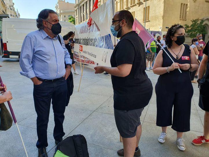 La plantilla del 010 Línea Madrid reclama en Cibeles 'estabilidad laboral'