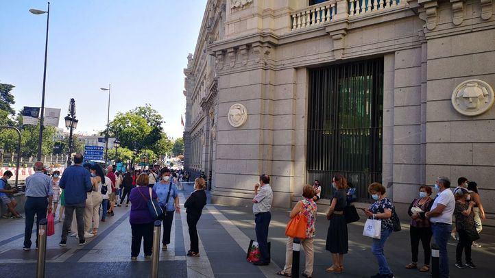 Colas en el Banco de España en el último día para cambiar pesetas