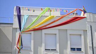 Voluntarios por Madrid desplegarán una bandera arcoíris gigante en Gran Vía