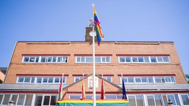 Un juez rechaza la demanda de Vox para retirar la bandera LGTBI del Ayuntamiento de Alcorcón