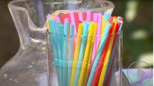 Pajitas, bastoncillos y platos de plástico quedan prohibidos en toda la UE