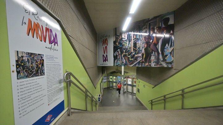 La estación de Metro de Puerta de Toledo homenajea a la Movida madrileña