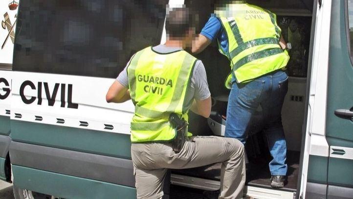 Discusiones y ruedas pinchadas: los métodos de distracción de una banda para robar bolsos y móviles