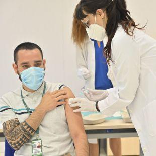 Los mayores de 16 años podrán pedir cita desde este lunes para vacunarse contra la Covid-19