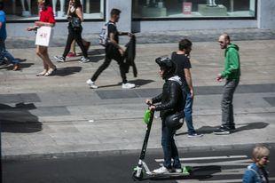 Los patinetes podrán circular por el carril multimodal de la Castellana