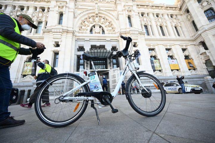 Unas 350 bicis de BiciMAD son vandalizadas cada día