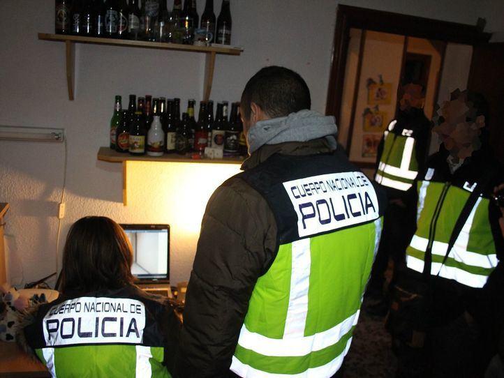 Foto de archivo de una redada de la Policía Nacional contra la  pornografía infantil
