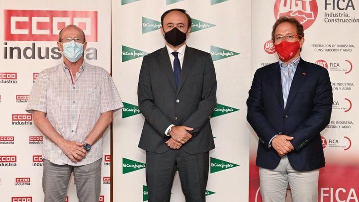 Juan Blanco, responsable de la Secretaría de Acción Sindical Internacional de CCOO Industria, Eduardo Sotillos, director de Compras de El Corte Inglés, y  Pedro Hojas, secretario general de UGT FICA
