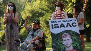 Amigos y familiares piden justicia para Isaac, el joven asesinado en la calle Comercio