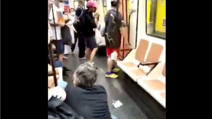 Un hombre, agredido en el Metro por pedir a otro viajero que usara mascarilla