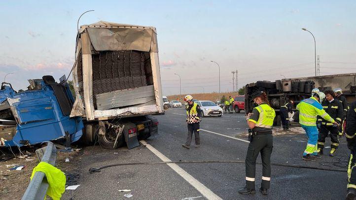 Un accidente entre dos camiones provoca retenciones en la M-50