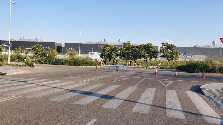 La 'deficiente' señalización en el Zendal agrava la inseguridad vial de Valdebebas