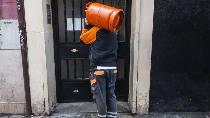 Foto de archivo de un repartidor de gas butano
