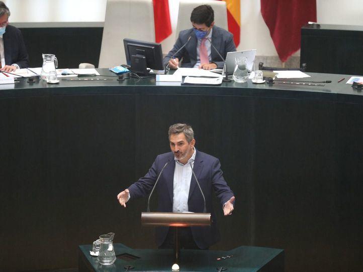 El delegado de Familias, Igualdad y Bienestar Social, Pepe Aniorte, en el Pleno del Ayuntamiento.