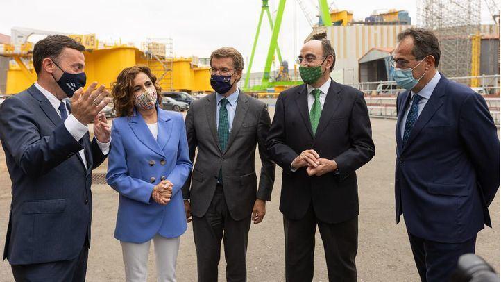 El presidente de la Xunta de Galicia, Alberto Núñez Feijóo y la ministra de Hacienda y Función Pública, María Jesús Montero, han asistido a la firma del acuerdo de colaboración.