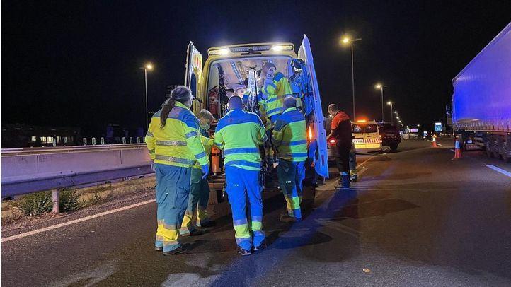 Los servicios de emergencias atienden a un varón de 25 años atropellado en la A-1
