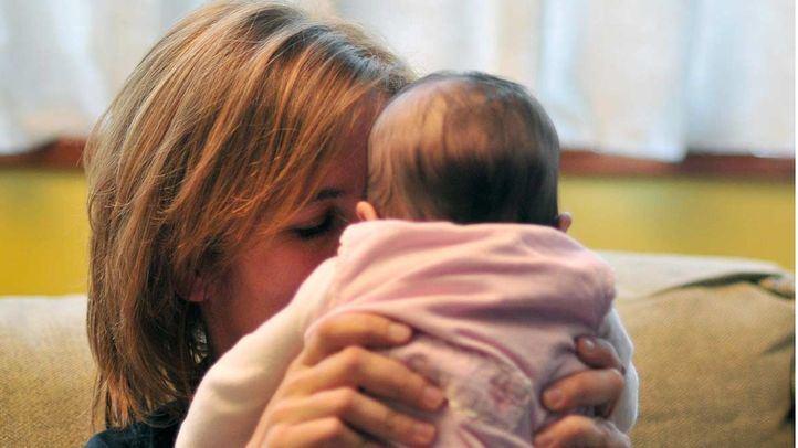 Bebé con madre