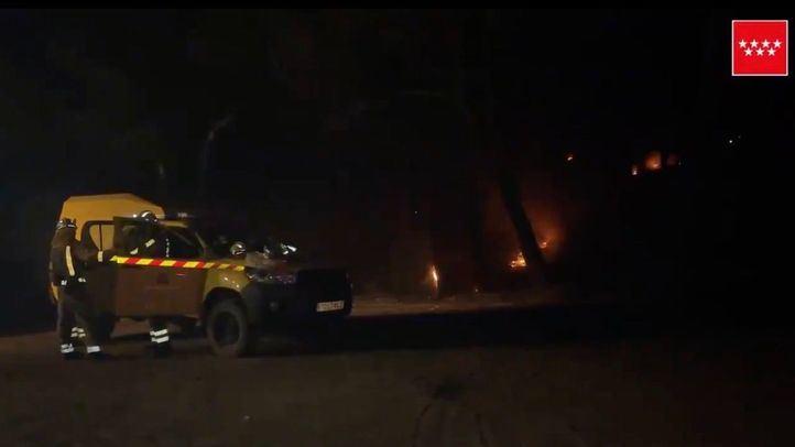 Emergencias pide no acudir al Pantano de San Juan, donde continúan las labores para extinguir el incendio