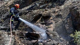 El incendio del Pantano de San Juan afecta a 50 hectáreas y su evolución es