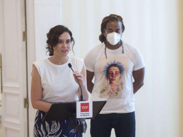 Ayuso reivindica, junto al artista Yotuel, 'libertad' para el pueblo cubano sojuzgado 'por una dictadura'