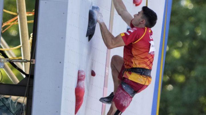 Alberto Ginés, escalando