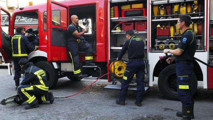Intoxicados leves en el incendio de un coche en un garaje de Fuenlabrada