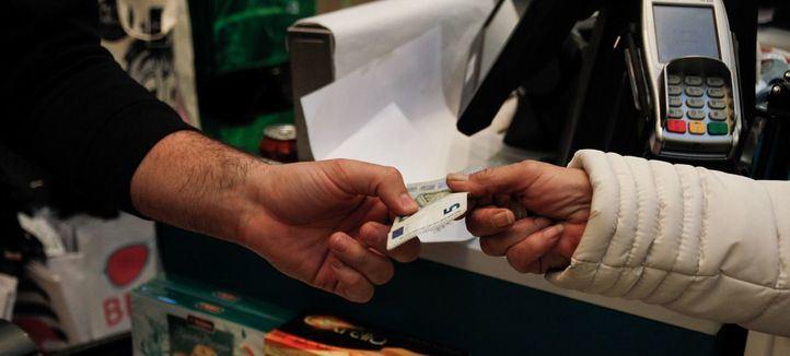 Los jóvenes madrileños, entre los que menos dispuestos están a aceptar un salario en 'negro'