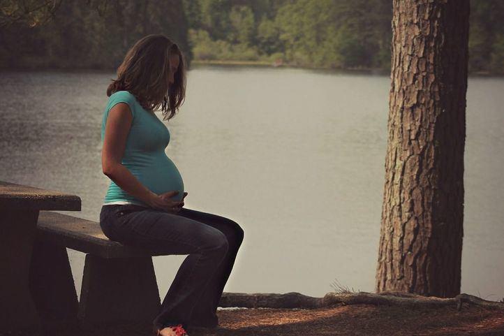 Mujeres embarazadas que se han vacunado animan a otras a