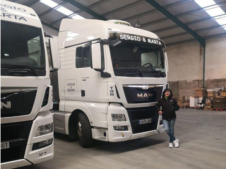 Una mujer con carnet para conducir camiones por cada seis hombres