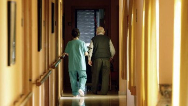 Trabajadores de residencias sin vacunar tendrán que realizarse test 2 veces por semana