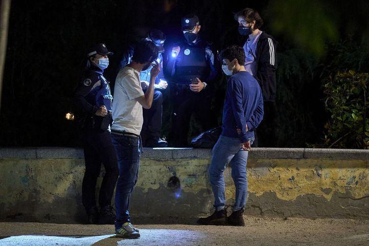 Ambiente en Policía Municipal de Madrid puso 468 sanciones por botellón y multó a 9 locales por incumplimientos este fin de semanadurante las fiestas