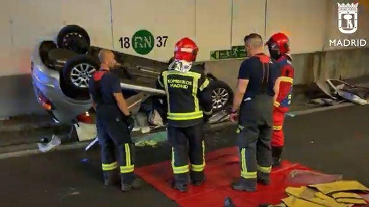 Herida una conductora de 83 años al volcar su coche en los túneles de la M-30 de Madrid