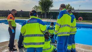 El SUMMA salva la vida de una mujer que apareció sumergida en una piscina