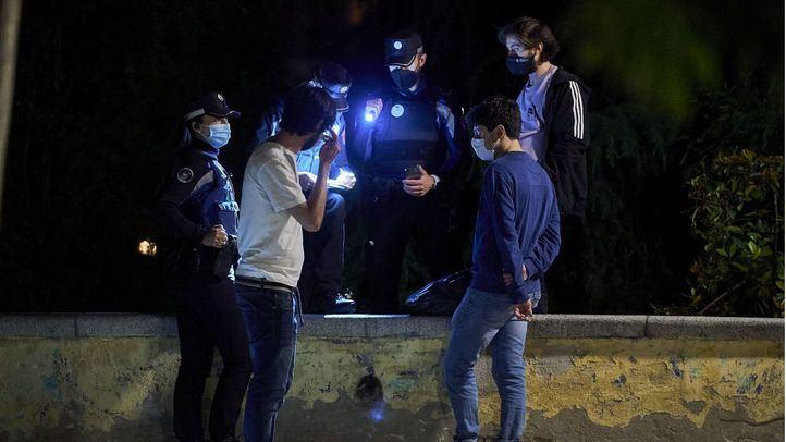 Hasta 542 multas por botellón este fin de semana en Madrid y dos locales sancionados por incumplimientos